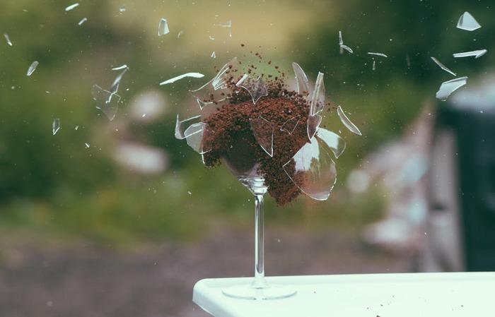 разбитый бокал или ваза к чему